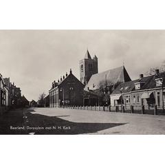 Baarland, Dorpsplein met N.H. Kerk
