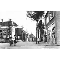 AAGTEKERKE, Dorpsplein